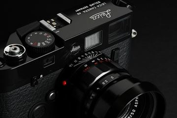 Picture of M6 TTL LHSA special edition SN 2 757 226 (2000), with an LHSA special edition APO-Summicron-M 2/50 ASPH. SN 4 723 872 (2018) commemorating its 50th anniversary, limited to 300 in black paint and 200 in chrome finish