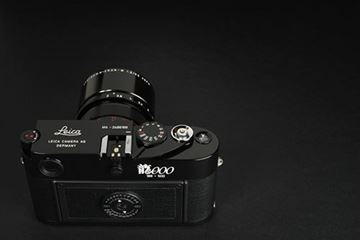 Picture of M6 TTL Dragon 2000 SN 2 688 188 (2000), 188/500 made to celebrate the Year of Dragon in the Chinese calendar, with black film counter; and Apo-Summicron 2/90 APO lens SN 3 961 282 (2003)