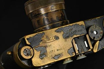 Picture of M2 SN 990 642 (1960), with Carl Zeiss Jena Tessar 4,5/75 SN 552 169 in original Leica screw mount, with heavy brassing