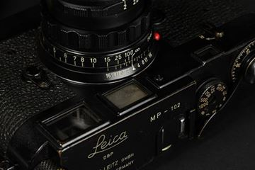 Picture of MP-102 (1957) with Summicron 2/50 SN 1 468 770, first rigid version with brass mount