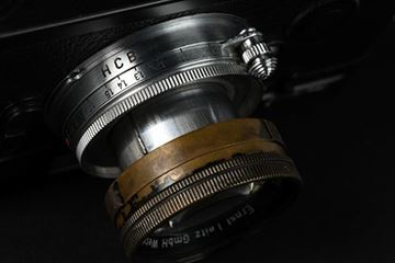 """Picture of Henri Cartier-Bresson M6 SN 1 691 623 (1986), without the 75mm and 135mm framelines as requested by the photographer; with collapsible Summicron 2/50 SN 1 379 601 (1956) in Leica screw mount, with a black paint lens head and a chrome focusing mount engraved """"HCB"""". The black lens head with color markers"""